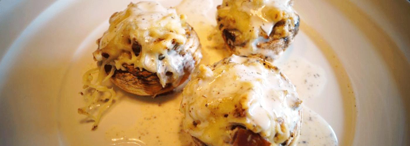 Gefüllte Champignon mit Käse überbacken.